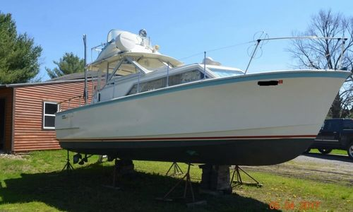 Image of Hatteras 31 Flybridge Cruiser for sale in United States of America for $18,500 (£13,348) Richmond, Maine, United States of America