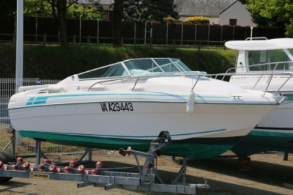 Jeanneau Leader 705 for sale in France for €15,500 (£13,825)