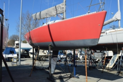 Jeanneau Jod 35 for sale in Portugal for €22,000 (£19,395)