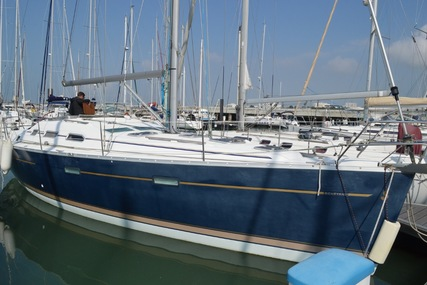 Oceanis 393 for sale in France for €85,000 (£74,654)