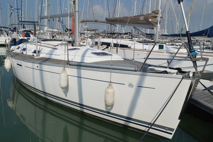 Dufour 385 for sale in France for €93,000 (£82,641)