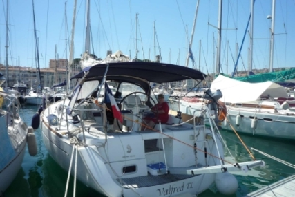 Beneteau Oceanis 37 for sale in France for €86,000 (£77,486)