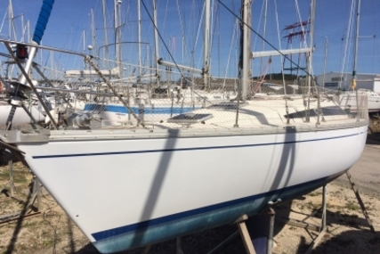 Jeanneau Sun Rise 34 for sale in France for €24,000 (£21,129)