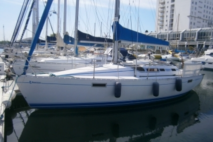 Beneteau Oceanis 320 for sale in France for €33,000 (£29,205)