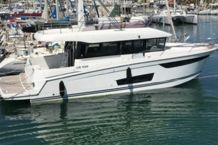 Jeanneau Velasco 43F for sale in France for €279,000 (£244,713)