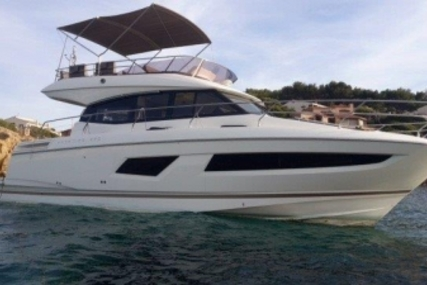 Prestige 420 for sale in France for €360,000 (£318,128)