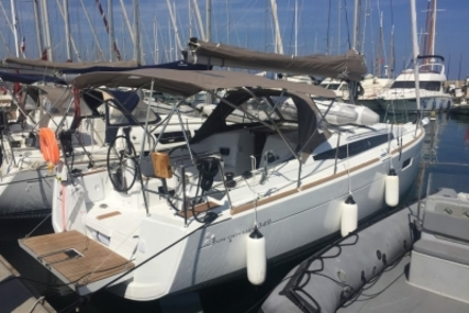 Jeanneau Sun Odyssey 349 for sale in France for €119,000 (£106,137)