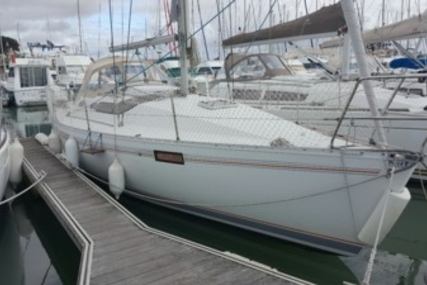 Beneteau Oceanis 320 for sale in France for €25,000 (£22,319)