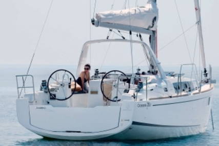 Beneteau Oceanis 35.1 for sale in France for €142,000 (£126,633)