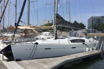 Beneteau Oceanis 40 for sale in France for €118,000 (£103,886)