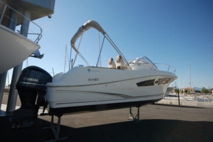 Jeanneau Cap Camarat 8.5 WA for sale in France for €64,500 (£57,586)