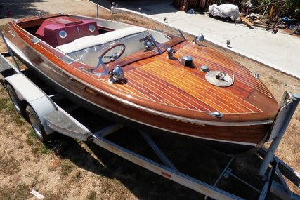 Chris-Craft 17 Deluxe Runabaout for sale in United States of America for $12,500 (£9,000)