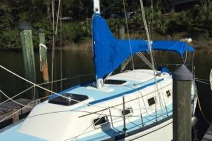 Hunter 27 Cherubini for sale in United States of America for $10,000 (£7,137)