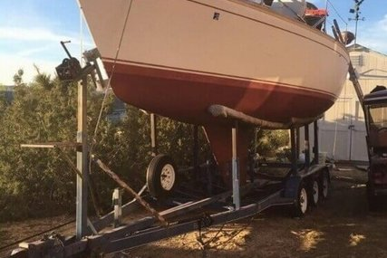 Cal Yachts 28 Mark II for sale in United States of America for $25,000 (£19,466)