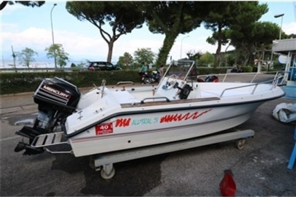 Austral 51 for sale in Italy for €4,900 (£4,375)