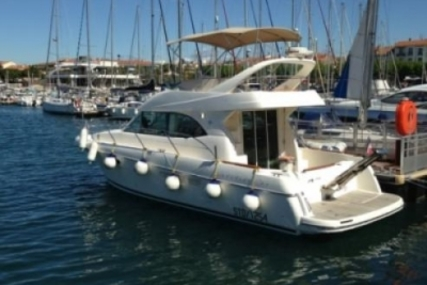 Prestige 36 for sale in France for €108,000 (£94,463)