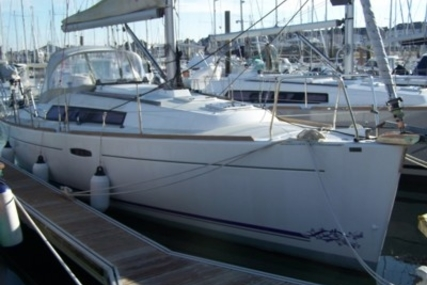 Beneteau Oceanis 31 Lifting Keel for sale in France for €70,000 (£62,497)
