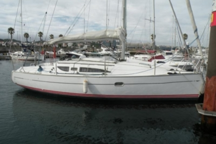 Jeanneau Sun Fast 32 I for sale in Portugal for €45,000 (£39,733)
