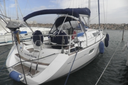 Jeanneau Sun Odyssey 39i for sale in France for €105,000 (£92,755)