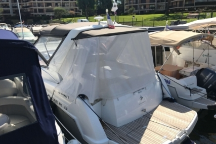 Jeanneau Leader 8 for sale in France for €105,000 (£93,013)