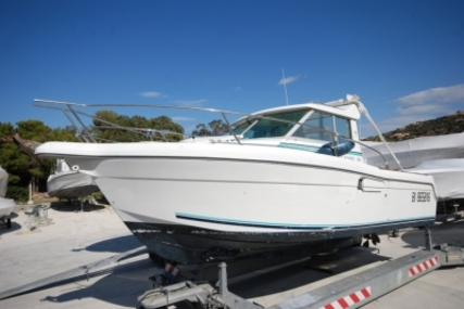 Jeanneau Merry Fisher 700 for sale in France for €17,000 (£15,177)