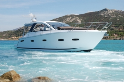Sealine S38 for sale in France for €279,000 (£247,150)
