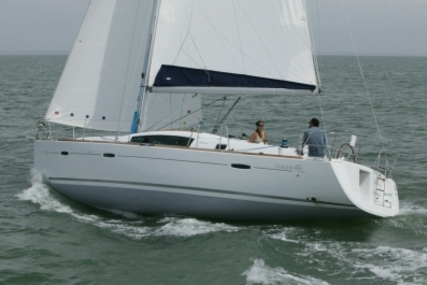 Beneteau Oceanis 40 for sale in France for €90,000 (£80,349)