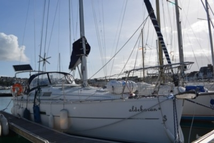Beneteau Oceanis 323 Clipper for sale in France for €54,500 (£47,833)