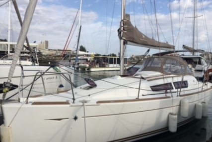Jeanneau Sun Odyssey 30 I Lifting Keel for sale in France for €54,000 (£47,323)