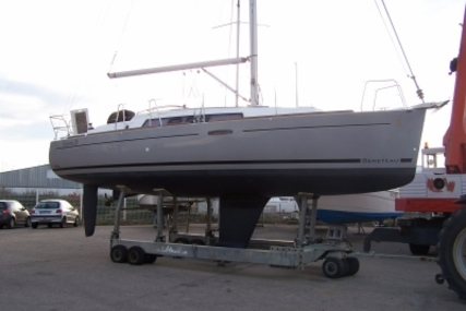 Beneteau Oceanis 31 for sale in France for €69,900 (£61,920)