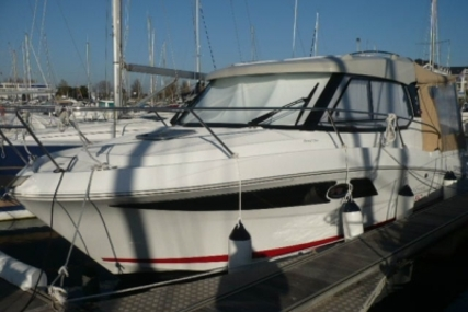 Beneteau Antares 880 HB for sale in France for €75,500 (£66,881)