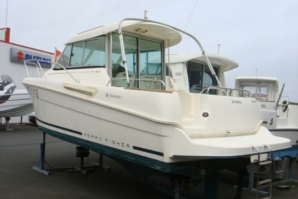 Jeanneau Merry Fisher 655 for sale in France for €23,000 (£20,535)