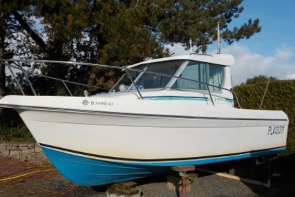 Jeanneau Merry Fisher 610 HB for sale in France for €12,500 (£11,160)