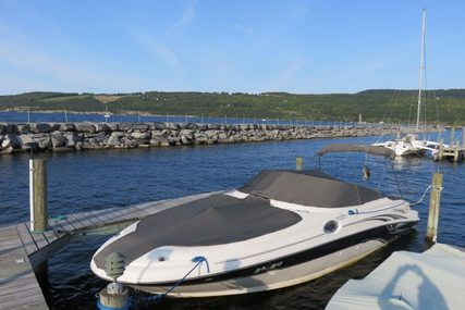 Sea Ray 270 Sundeck for sale in United States of America for $32,500 (£24,595)