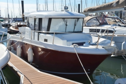 Jeanneau Merry Fisher 855 Marlin for sale in France for €75,000 (£67,216)