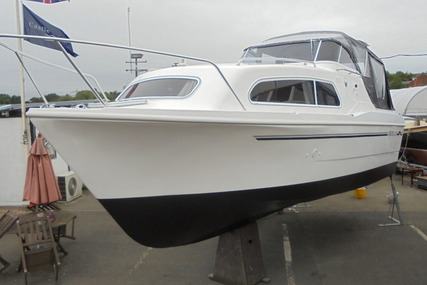 Viking Yachts 24 HiLine Wide Beam for sale in United Kingdom for £41,500