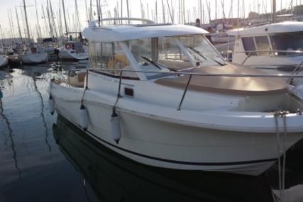 Jeanneau Merry Fisher 725 for sale in France for €31,000 (£27,677)