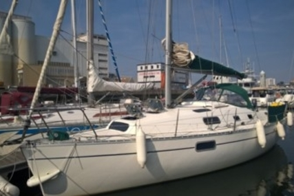 Beneteau Oceanis 321 for sale in France for €32,000 (£28,541)