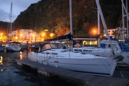 Beneteau Oceanis 323 Clipper for sale in Portugal for €50,000 (£43,883)