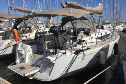 Jeanneau Sun Odyssey 409 for sale in France for €130,000 (£115,974)