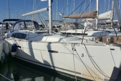Beneteau Oceanis 40 for sale in France for €95,000 (£84,817)