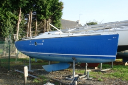 Beneteau First 210 Spirit for sale in France for €6,000 (£5,353)