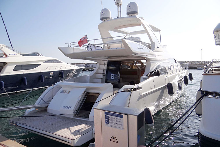 Azimut 64 for sale in for €1,350,000