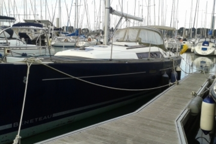 Beneteau Oceanis 37 for sale in France for €79,500 (£71,249)