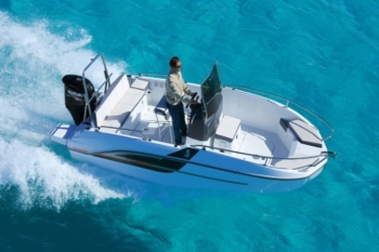 Beneteau Flyer 5.5 Spacedeck for sale in Spain for €20,570 (£18,019)