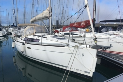 Beneteau Oceanis 31 Lifting Keel for sale in France for €65,500 (£58,040)