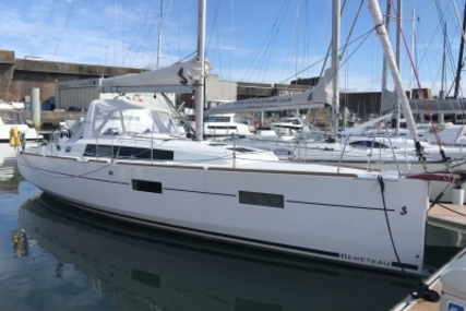 Beneteau Oceanis 38 for sale in France for €155,000 (£136,460)