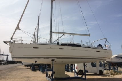Beneteau Oceanis 40 for sale in France for €108,500 (£95,509)