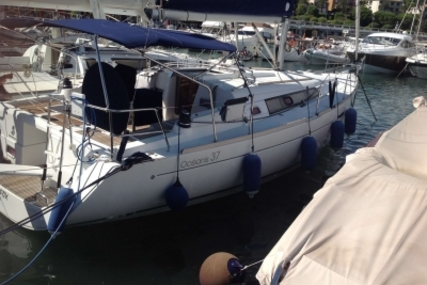 Beneteau Oceanis 37 for sale in France for €79,000 (£69,385)