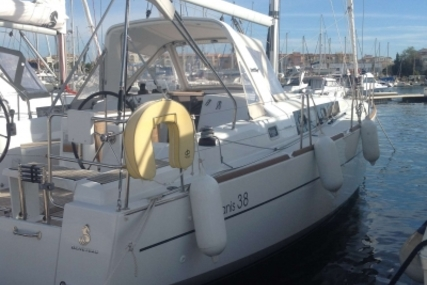 Beneteau Oceanis 38 for sale in France for €148,000 (£131,525)